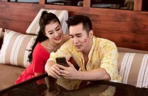 吴秀波曾志伟饭局同框,张伦硕夫妇热情陪同,为两位大哥斟酒小酌