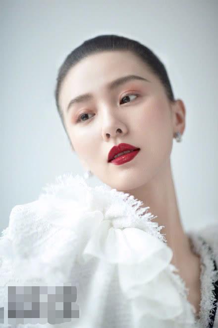 32岁刘诗诗产后发际线完美,娱乐圈敢挑战高马尾的女星还有谁?