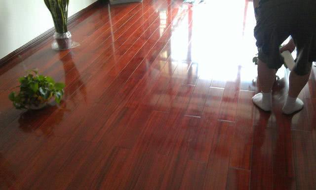 房子装修想铺木地板,记得注意这4点细节,家居舒适感立马提升