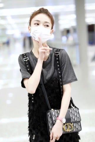 "<b>还说吴谨言有165,看她穿T恤套层""毛毛虫纱"",矮成150?</b>"
