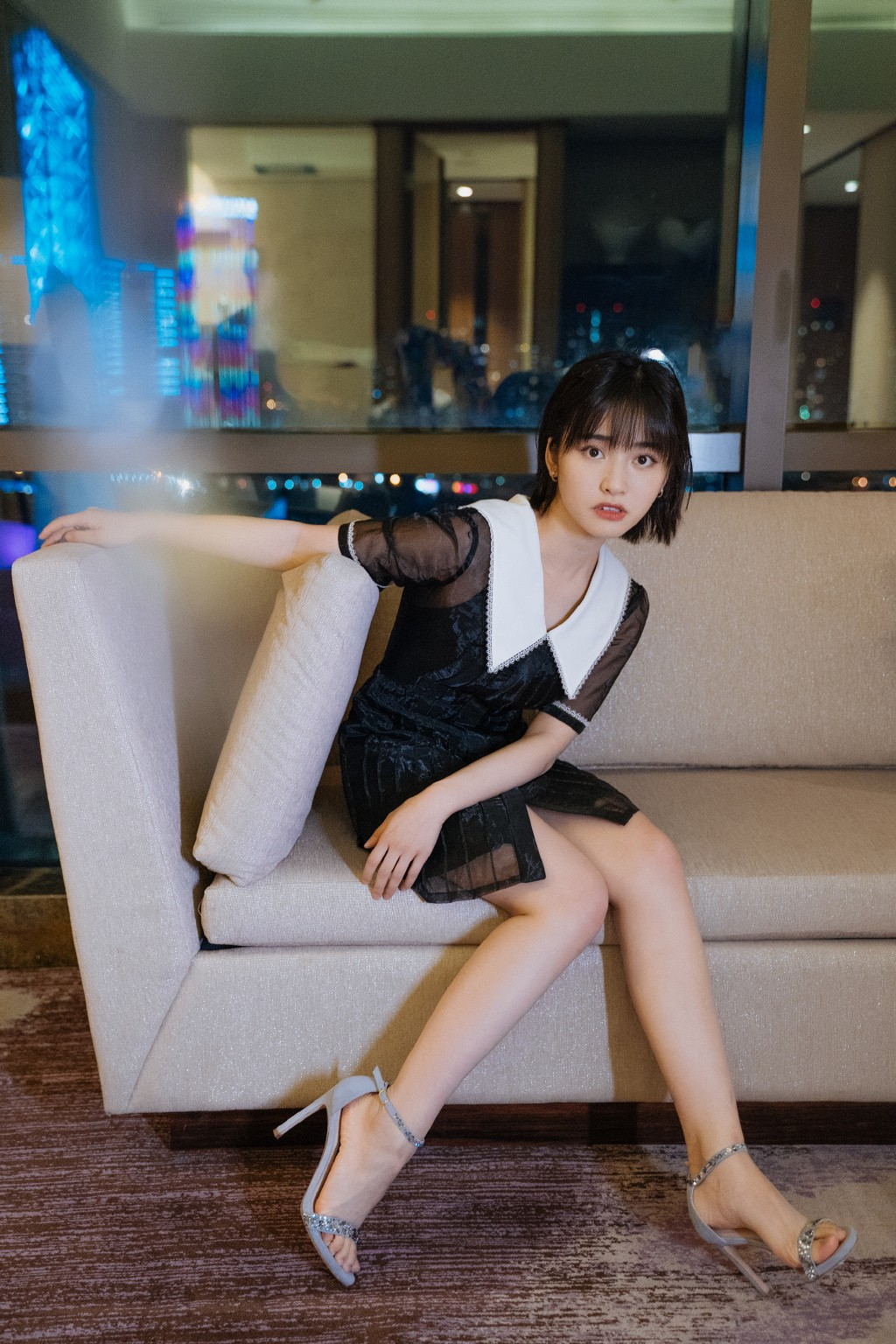 """她20岁爆红却备受争议,今录制""""快本""""穿黑纱裙,精致得像公主"""