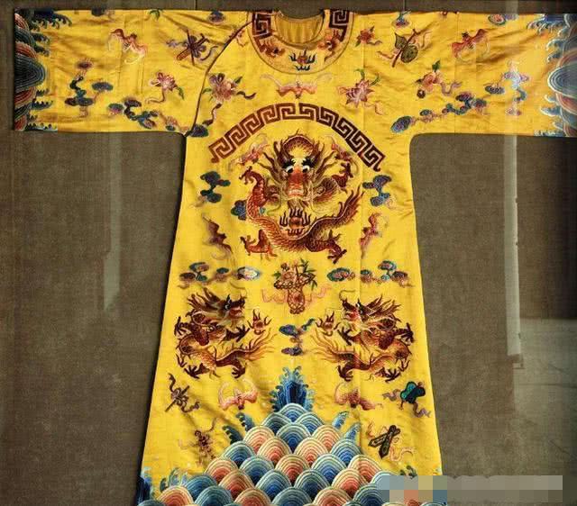 古代皇帝的龙袍有多奢侈,可以用水洗吗?真的限制了我的想象