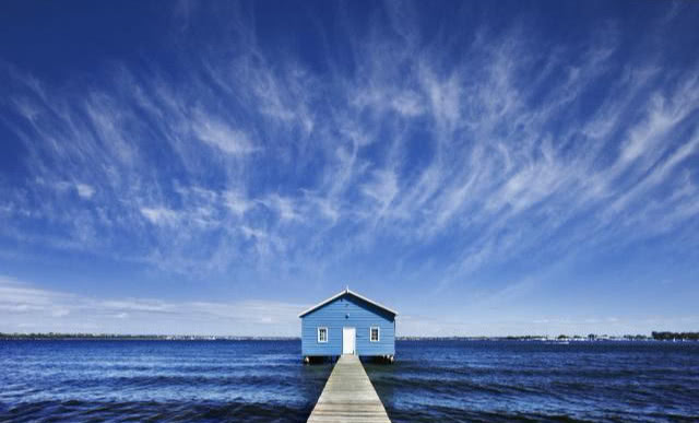 """建在非洲海上的""""酒店"""",游客住在小木屋里,不怕晚上漂走了吗?"""