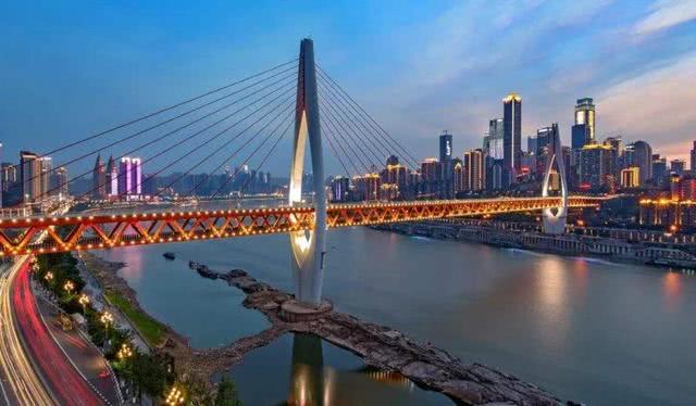 重庆新建的一座长江大桥,全长1178米,预计2021年完工