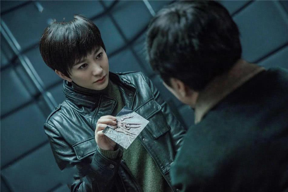 实力演员杜淳饰演的曹征正直忠诚,不畏恶势力