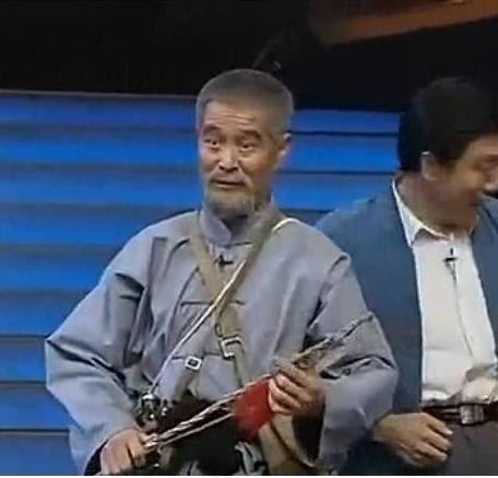 小品三鞭子 1997年与范伟合作的小品《红高粱模特队》,主演带动各式