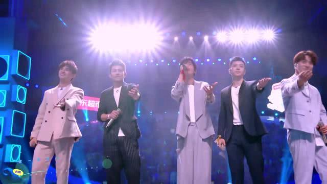 《合唱吧》首期:陆思恒没有投票给07快男,快女表演超少女心