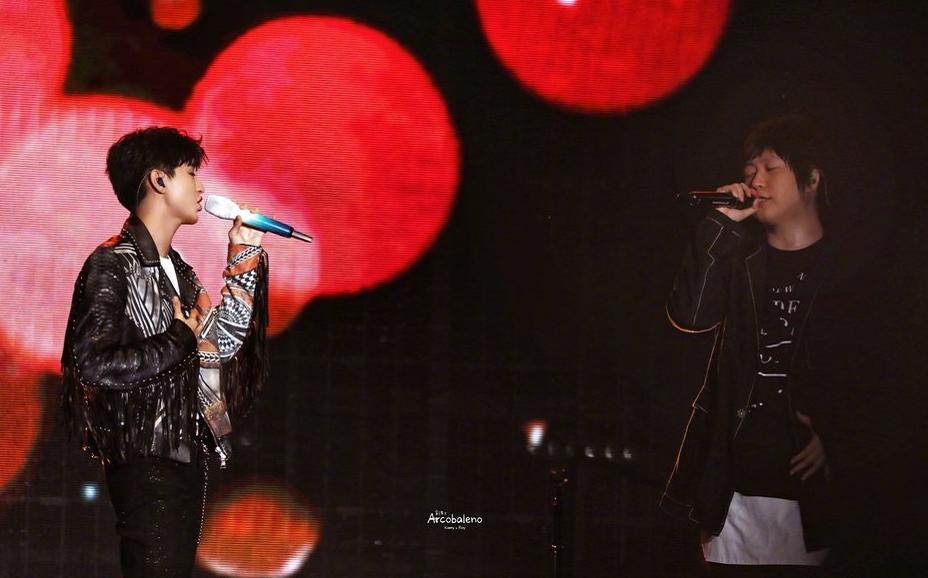 20岁的王俊凯和20岁的五月天同台合唱洋葱 王俊凯追星成功