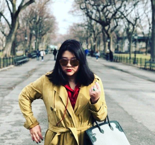 楊天真旅行照引熱議,貝雷帽+綠色連衣裙顯瘦不止20斤,求出道