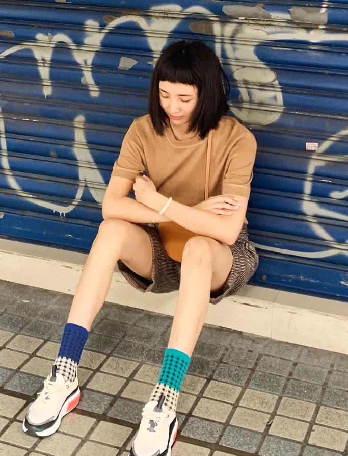 搭档李现主演《河神》的王紫璇,没想到还是时髦精,衣品绝了!