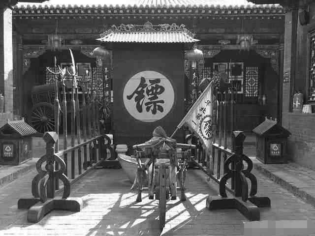 八国联军攻陷北京,慈禧西逃时没有御林军跟随,路上是谁保护她安全的