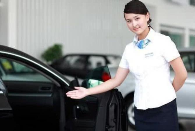 "<b>男子去4S店买车,想乘机""套路""女销售员,扬言卖车就是卖人</b>"