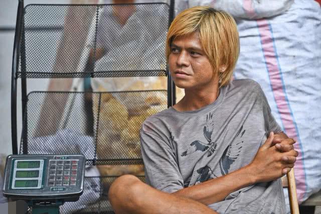 南宁罗志祥走红,隔壁老板抱怨:整条街的生意都被他抢走了