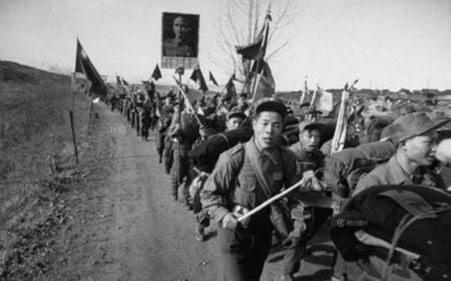 90年代风靡中国的军大衣,为何后来消失了?抗美援朝的教训不能忘