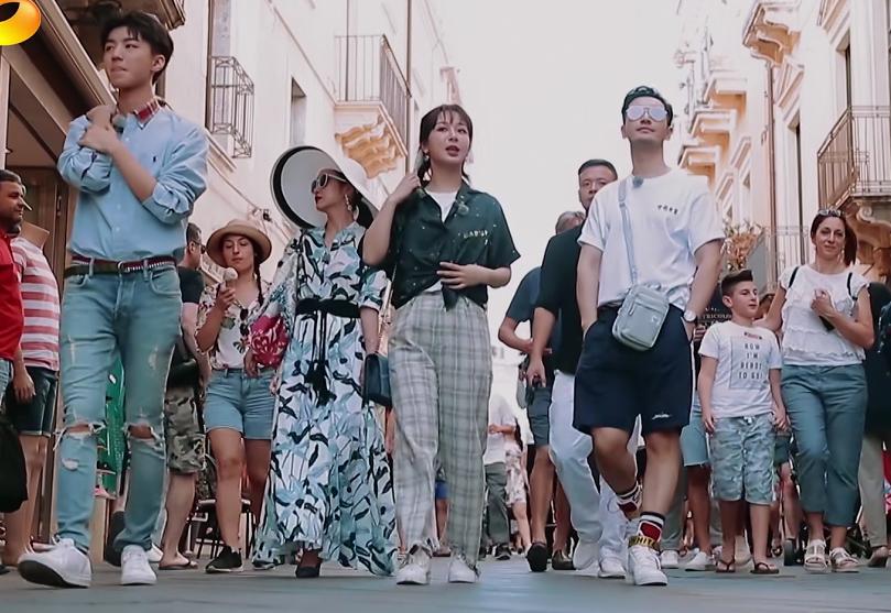 《中餐厅3》迎来最深情一幕,一位实习生将离开,杨紫一脸的不舍