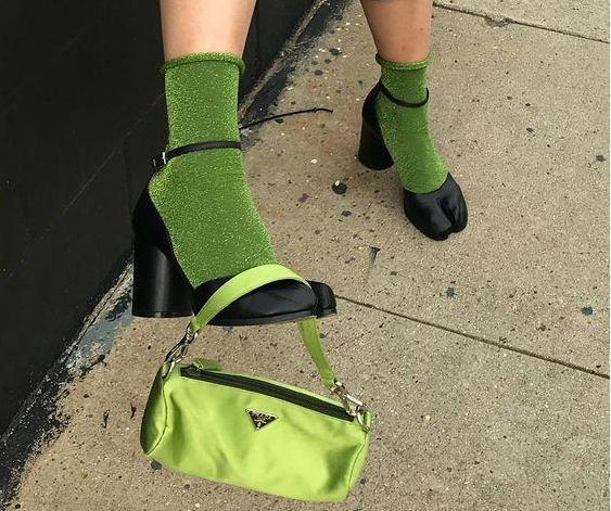 "<b>""反人类""脚尖美学:31cm犰狳鞋谁敢穿,行走的八爪鱼惊艳!</b>"