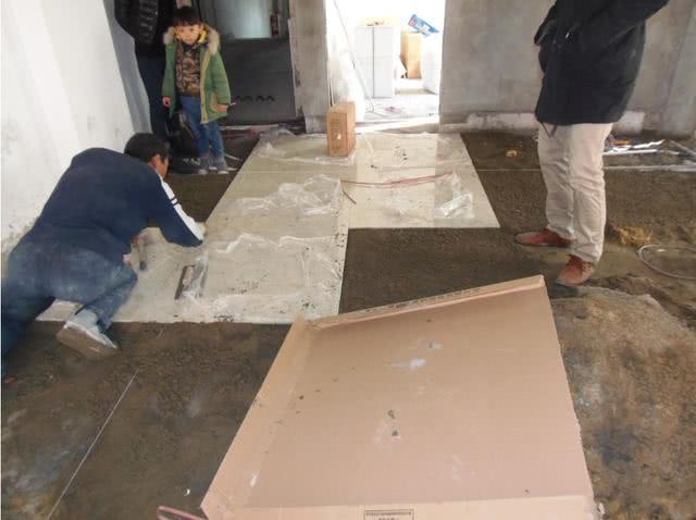 新房入住不多久瓷砖就脱落?师傅:做到这4点,二十年不用返工