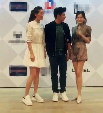 <b>女粉丝想要挽手,吴奇隆一口否决:小心点,我是有老婆的人</b>