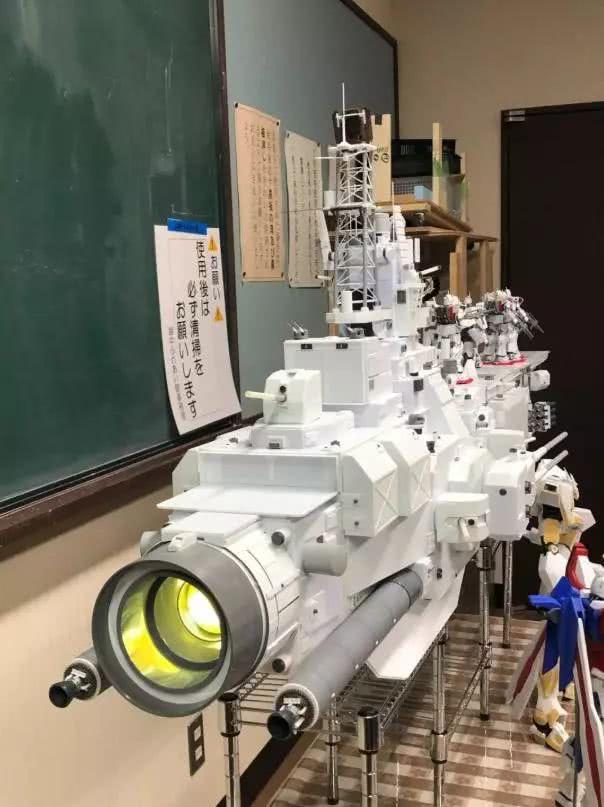 模玩控:1/144比例 萨拉米斯 地球联邦军宇宙战舰模型