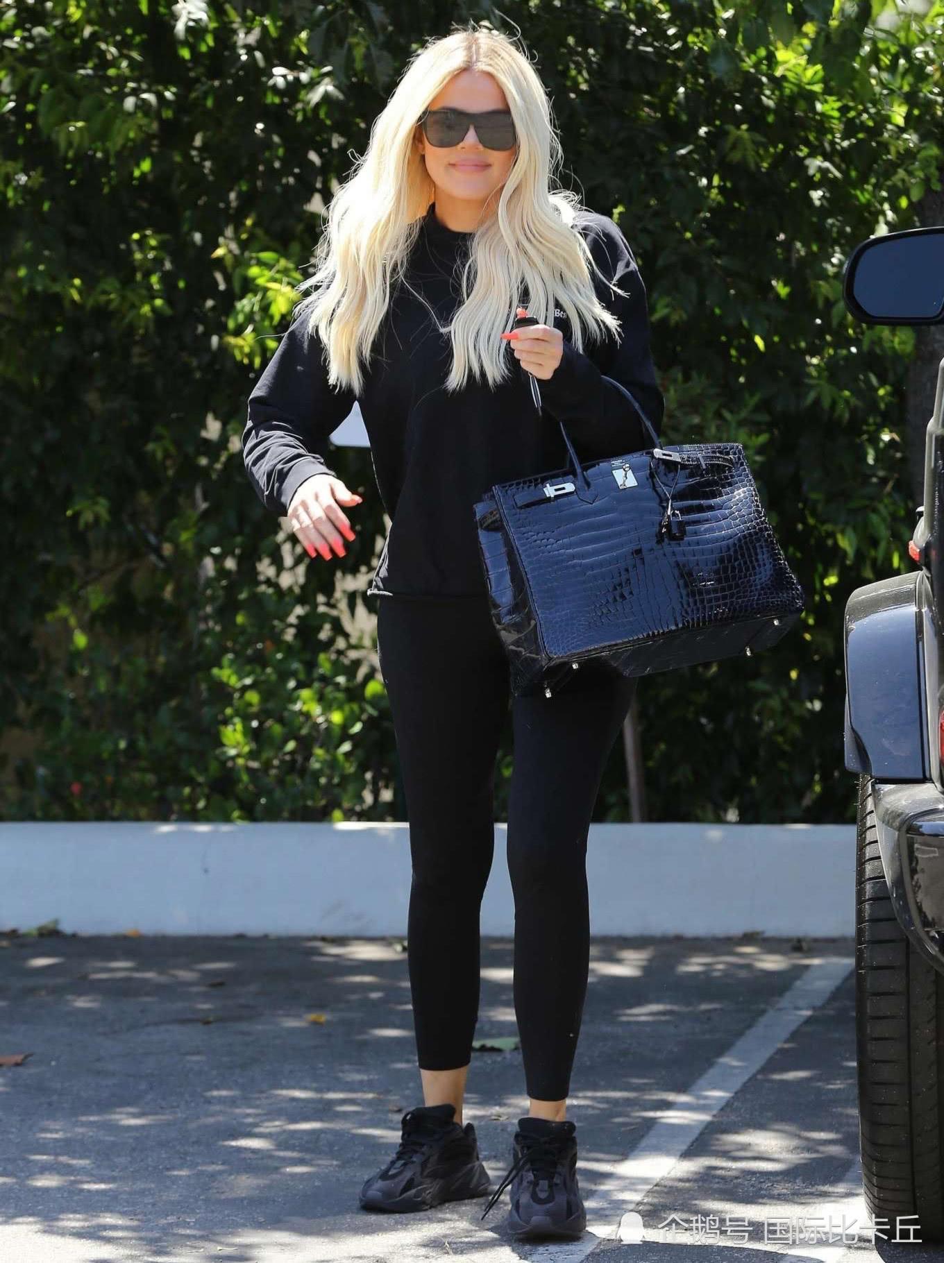 金·卡戴珊的妹妹穿运动装出街,网友:难得看到她这么有亲和力!