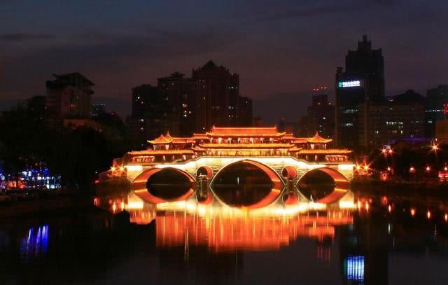 中国发展最具潜力两座新一线城市比拼,武汉和成都,谁更胜一筹?