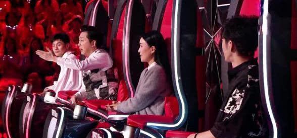 《中国好声音》庾澄庆李荣浩变主持说相声,王力宏那英更吸引选手