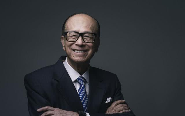万中无一的人杰,李嘉诚和任正非,中国企业家登顶的两条路……