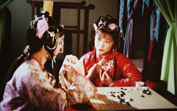 《红楼梦》里史湘云为什么那么渴望得到爱?