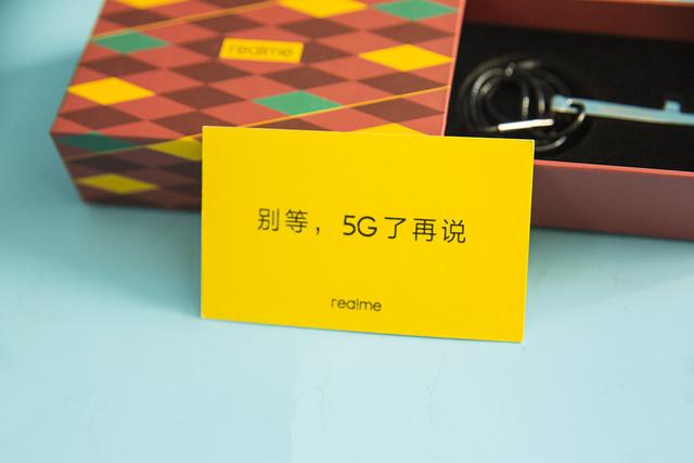 仅售1799元realme X50曝光:5G+双挖孔+90Hz刷新率