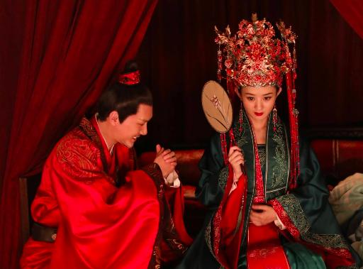 看了赵丽颖的10月行程表,就明白她有多爱冯绍峰了