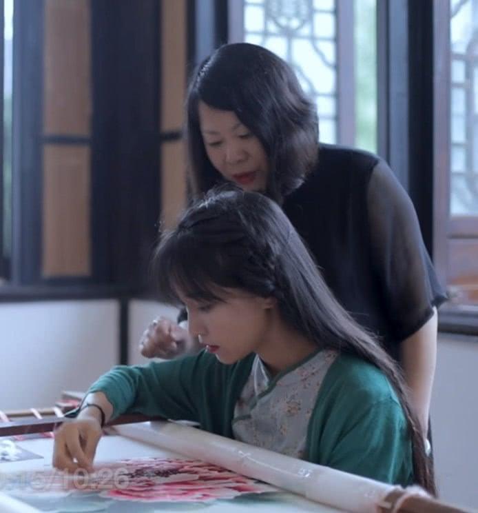 """美食博主李子柒为自己设计""""汉服"""",穿上那一刻,中华为她骄傲!"""