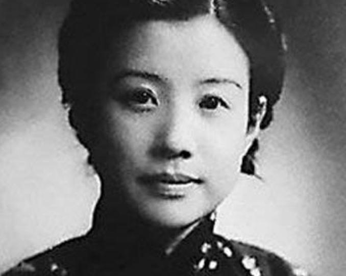 她是青帮女弟子,帮助黄金荣成就霸业,离婚后选择隐居,活到104岁
