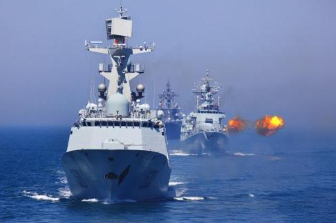 <b>60年前一场军演,航母高速撞向驱逐舰,73名美军命丧大海</b>