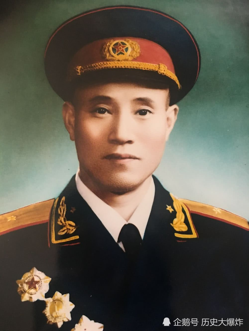 这位少将15岁参军,做了48年警卫,最高做到了北京卫戍区司令