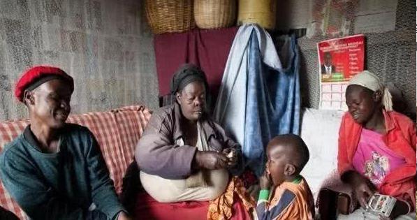 """非洲""""第一美人"""",丈夫辞去工作,寸步不离得保护!"""