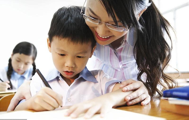 县管校聘工作中,为什么教学成绩好的老师也担心落聘,原因令人深思!