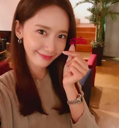 林允儿出道12年终演电影女主角,泰妍娇羞挺队友