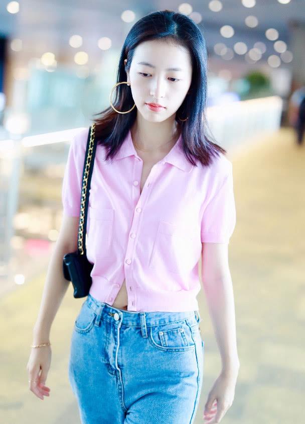 宋妍霏闺蜜为了显脸小,学她戴大耳环,粉丝:可以但完全没必要!