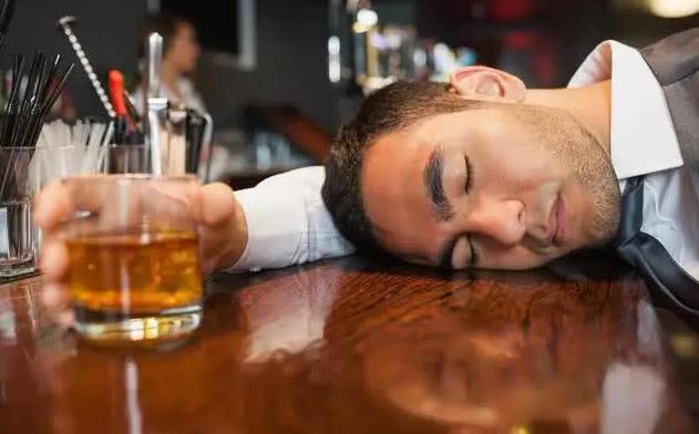 不管酒量有多好,喝酒时多吃点它,提升酒量,还能防呕吐避免醉倒