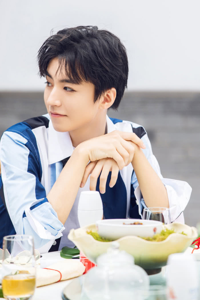 """《中餐厅3》开播,粉丝质疑王俊凯在""""内涵""""黄晓明,还找到证据"""