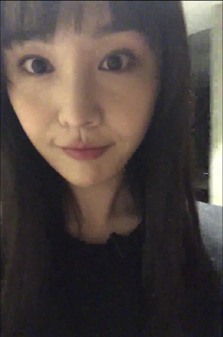 郑爽晒素颜自拍视频,换了齐刘海发型,嫩回楚雨荨时期