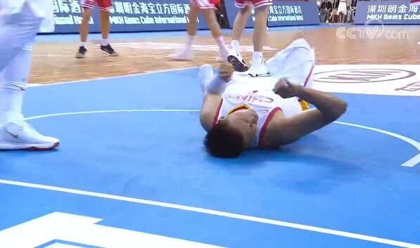 <b>中国男篮又伤一人,李楠都带不好啊,三分19投1中只会冲撞禁区</b>