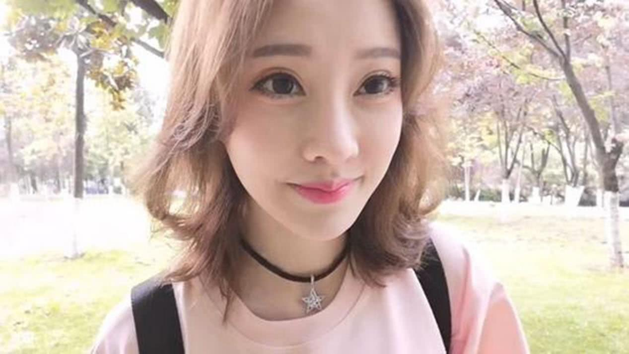 斗鱼一姐冯提莫从小主播到娱乐圈成新星,网友:越努力越幸福!