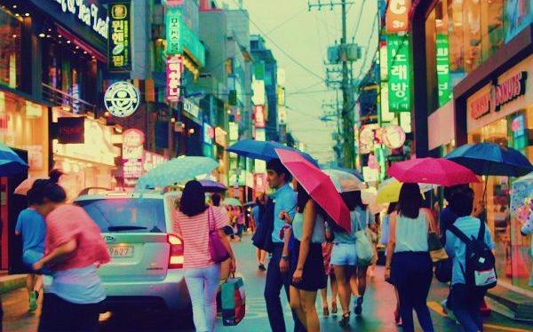 日本女游客游韩国,拒绝韩国男子搭讪,惨遭男子抓头发暴打!