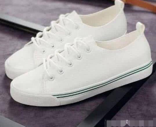 4双小白鞋你觉得哪双最low?测你的初吻几岁被夺走?我10岁