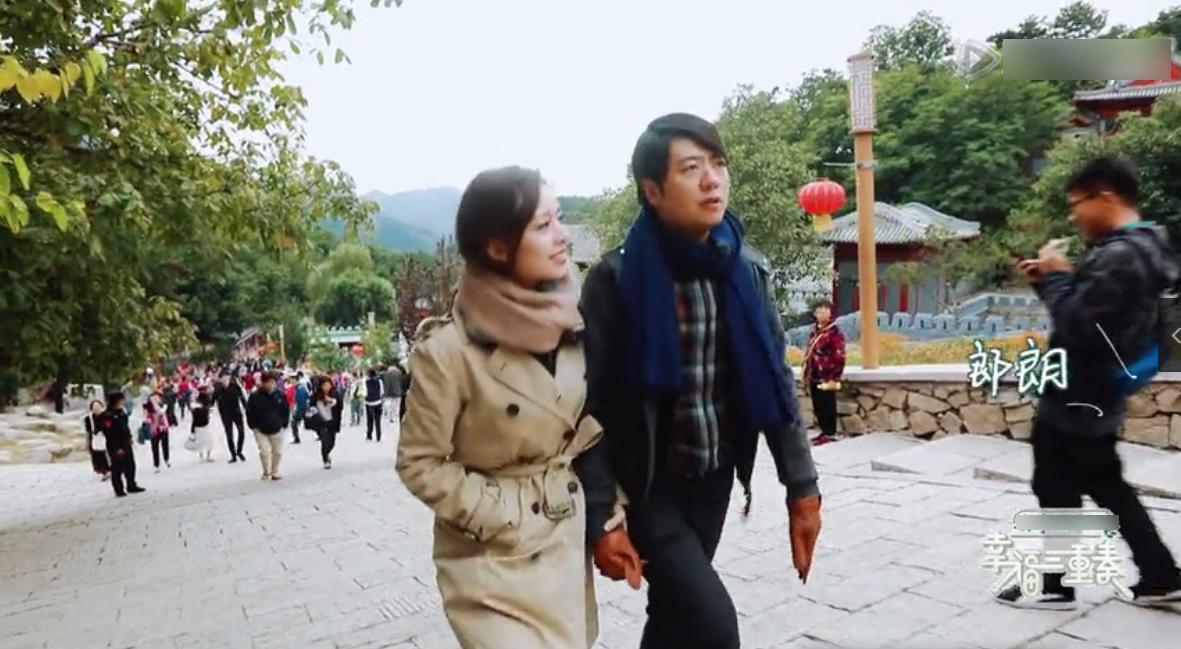 郎朗带娇妻爬长城也恩爱不停歇,吉娜喊话:我不是外国人,我是中国媳妇