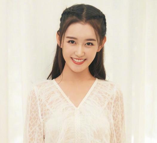 本以为素颜的蒋依依够美了,看到她同学照片沉沦了,求你出道吧!