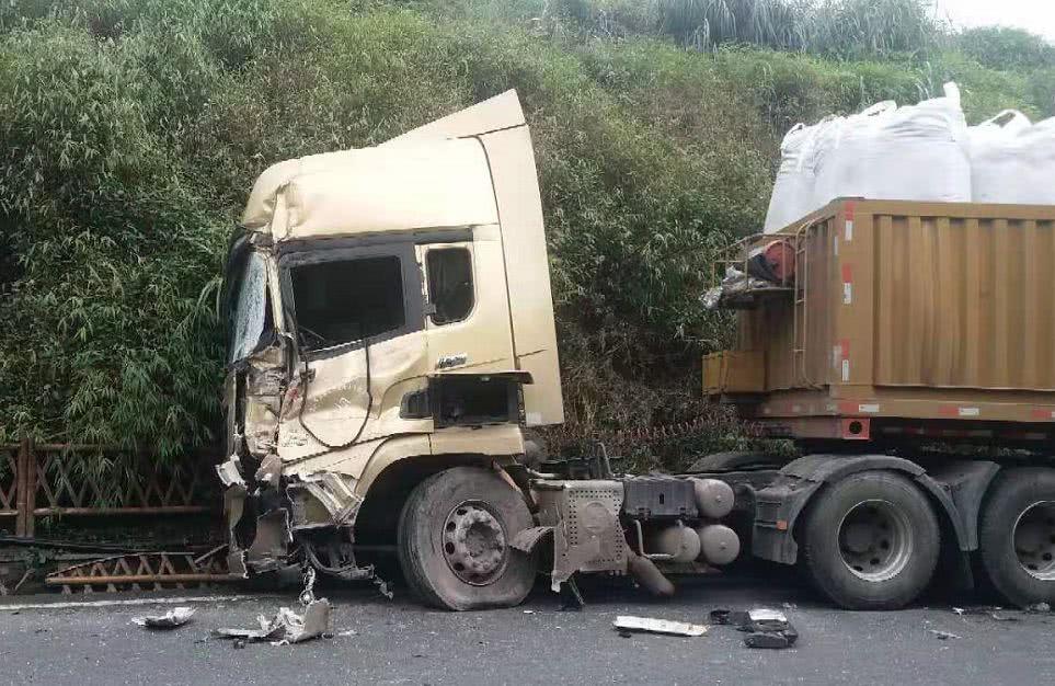 惨烈!今天中午巡场龙茶花海外面发生车祸,一环卫工人被撞身亡!