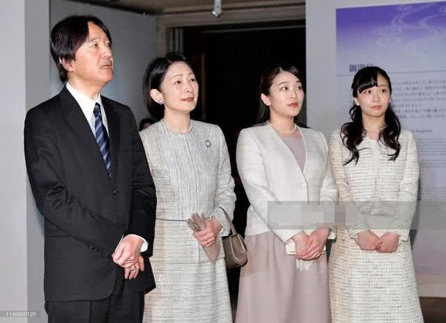 25岁日本佳子公主蓝裙配白西装亮相!优雅高贵不愧皇室最美公主