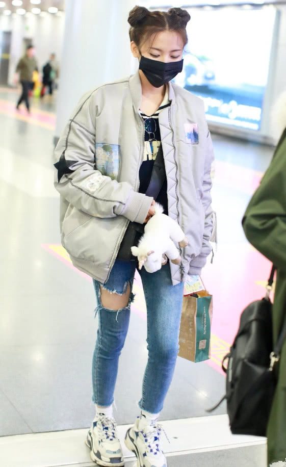 老爹鞋+长袜是显腿长的模板,可杨超越穿后,为啥看着挺矮的?